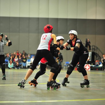 Fort Wayne Derby Girls Narrowly take Second Season Win